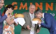 Moment przekazania chleba